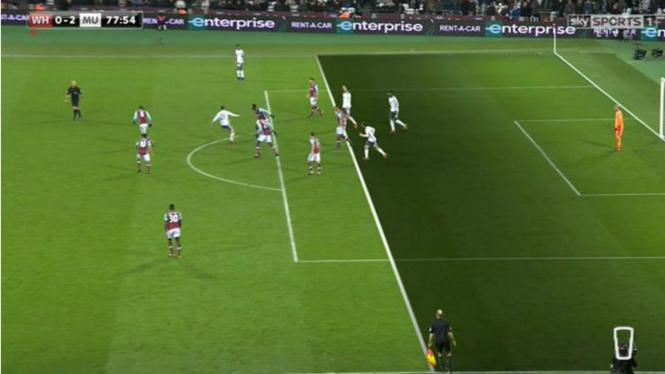 Ilustrasi pemain dalam posisi offside.