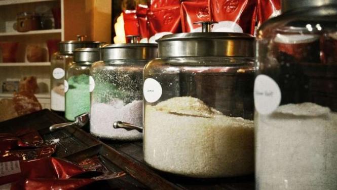 Ilustrasi garam, MSG dan gula.