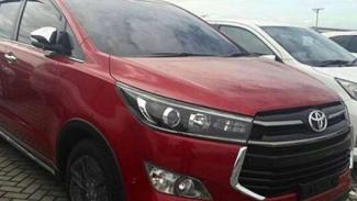 Toyota Innova Venturer.