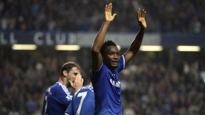 John Obi Mikel saat membela Chelsea