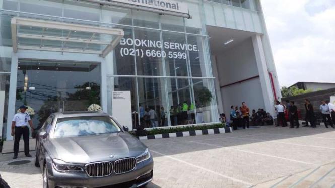 Diler baru BMW di Pluit, Jakarta Utara.