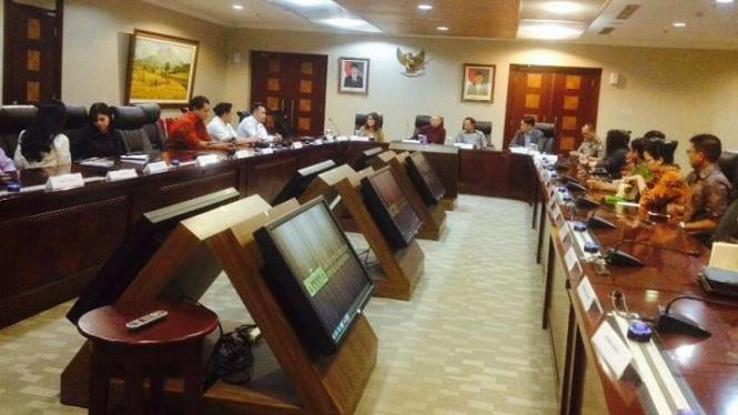 Netizen dan pelambung istilah 'om telolet om' di Istana Negara.