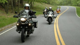 Touring sepeda motor.