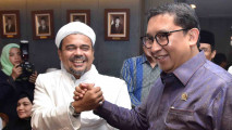 https://thumb.viva.co.id/media/frontend/thumbs3/2017/01/11/587610333c2a6-habib-rizieq-temui-pimpinan-dpr_213_120.jpg