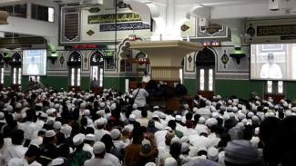 Salat subuh pengajian politik di Masjid Al Azhar