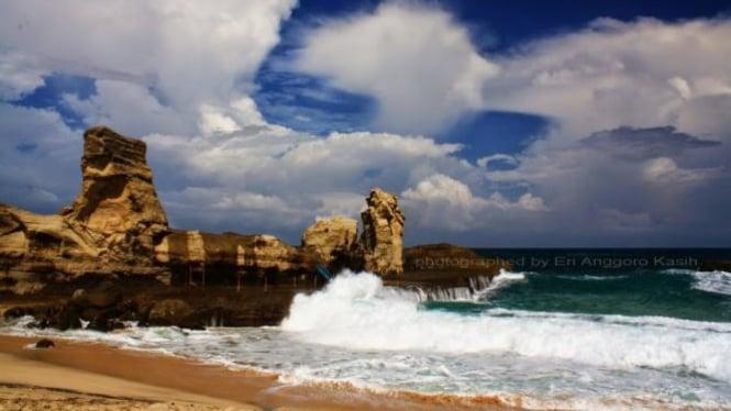 Indahnya Pesona Pantai Klayar Di Pacitan