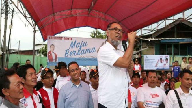 Bambang Widjojanto bersama Anies Baswedan.