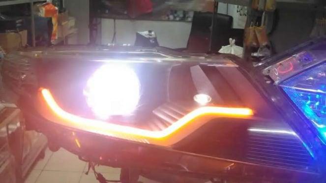 Lampu LED pada mobil.