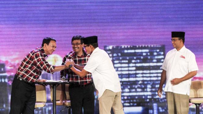 Dua pasangan kandidat di debat Pilkada DKI.
