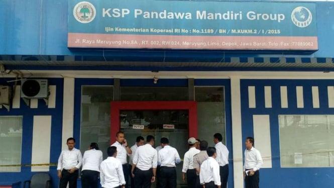 Polisi Sita Dokumen Dokumen Koperasi Pandawa Di Depok