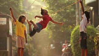 Lompat tali.