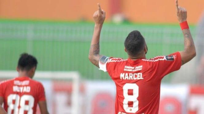 Selebrasi gol pemain Semen Padang, Marcel Sacramento