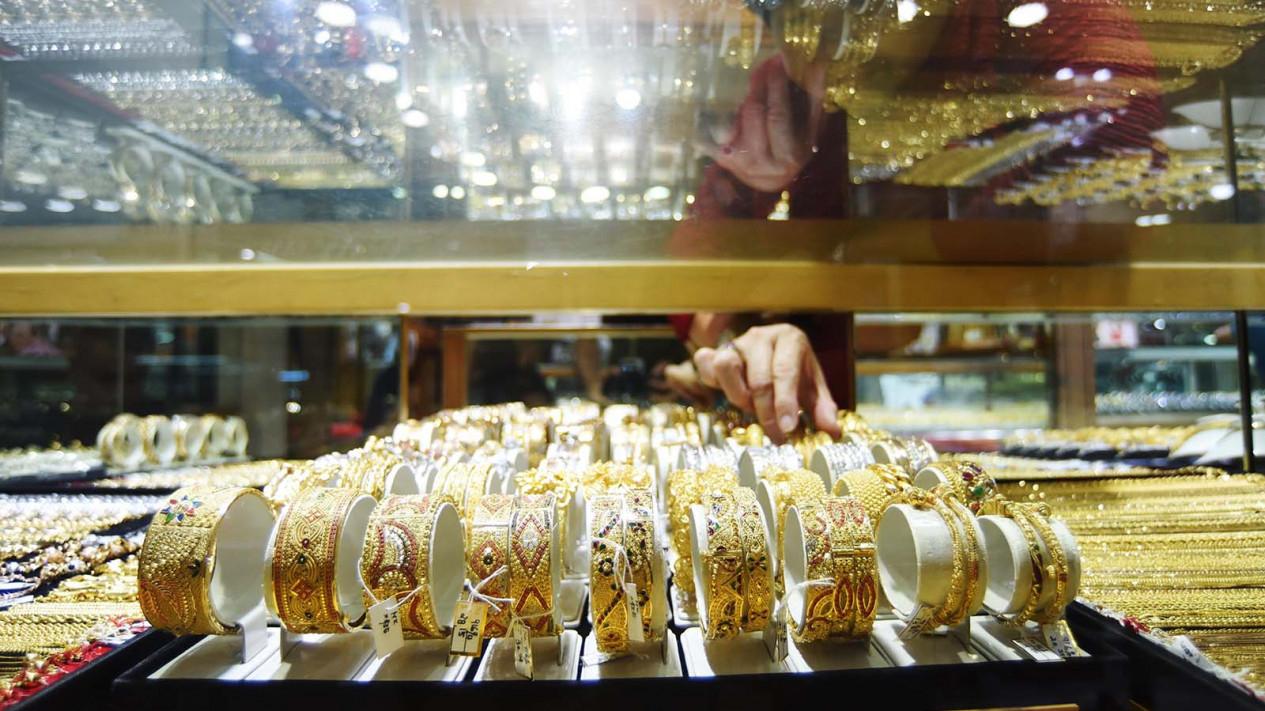 Perhiasan emas yang dijual di toko. (Foto ilustrasi).