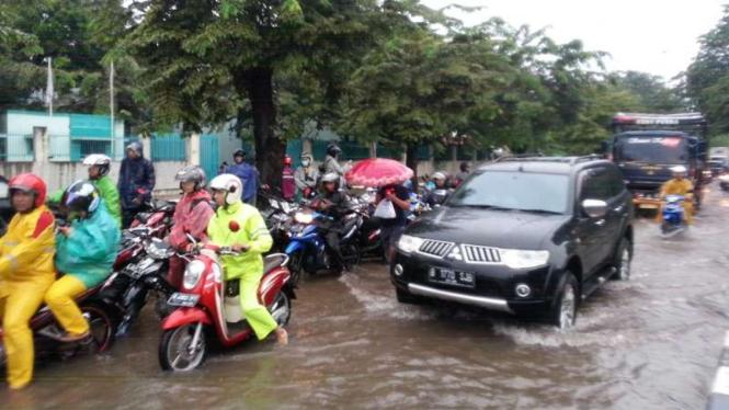 Ilustrasi genangan air hujan