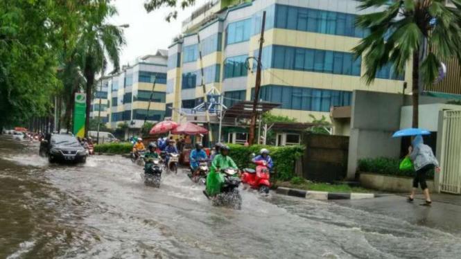 Banjir di kawasan Kelapa Gading, Jakarta Utara, Selasa 21 Februari 2017.