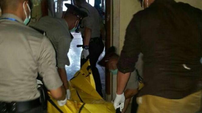 Evakuasi penemuan mayat. (Foto ilustrasi).