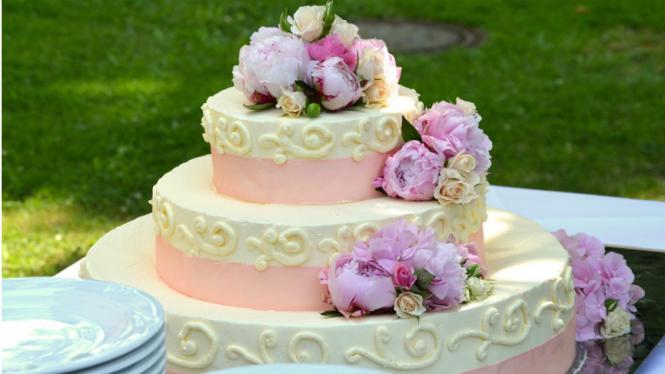 Mengapa Kue Pengantin Dibuat Tiga Tingkat Viva