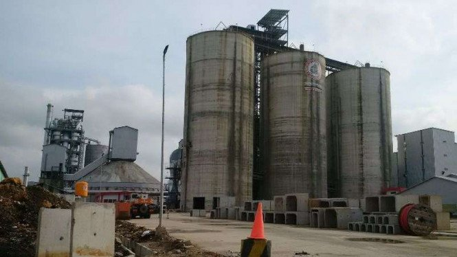 Pabrik Semen milik PT Semen Indonesia.