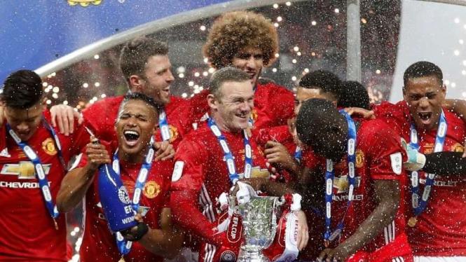 Pemain Manchester United rayakan juara Piala Liga Inggris musim 2016-17