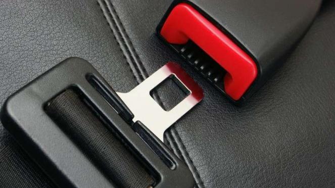 Sabuk pengaman atau seat belt.