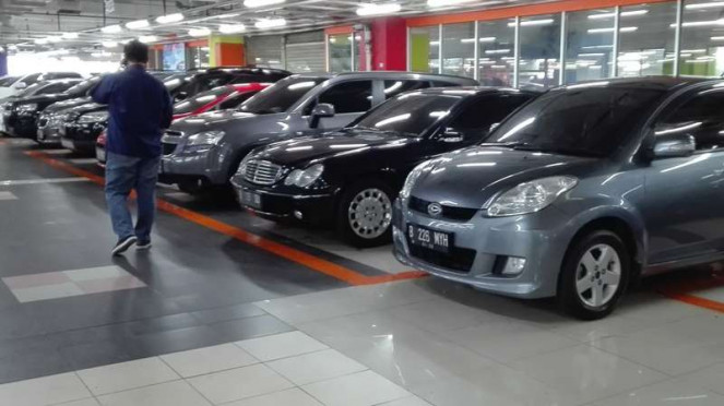 Penjualan mobil bekas di MGK Kemayoran. Ilustrasi