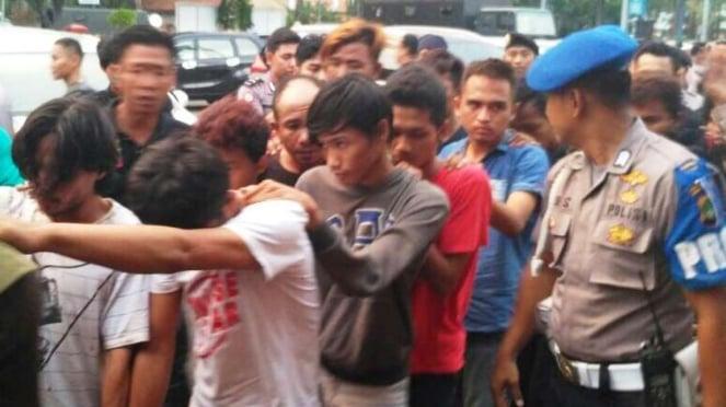 Tersangka kericuhan antara Angkot dan OJek Online di Tangerang ditangkap Polisi.
