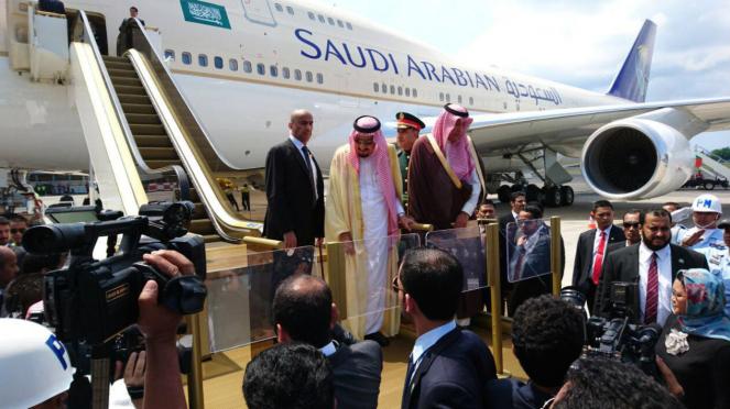 Mayjen Abdulaziz al-Fagham (berkepala plontos) saat mengawal Raja Salman dari Arab Saudi  dalam kunjungan ke Indonesia pada Maret 2017. (foto ilustrasi)