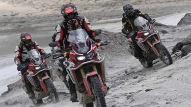 Honda CRF1000L Africa Twin menjelajahi gunung api tertinggi di dunia.