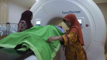 https://thumb.viva.co.id/media/frontend/thumbs3/2017/03/22/58d216e54c53b-tomotherapy-alat-radioterapi-dengan-akurasi-tinggi_213_120.jpg