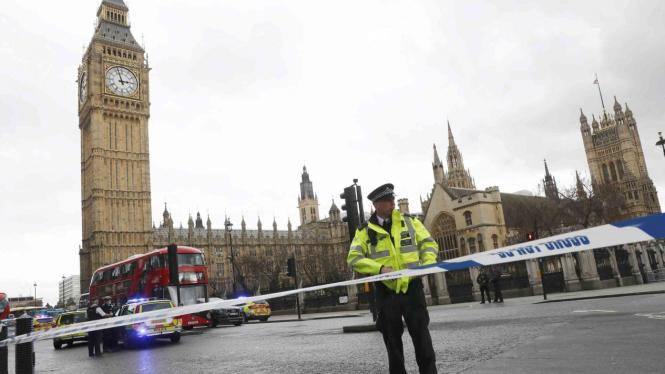Polisi berjaga di sekitar jam Big Ben di London, Inggris, beberapa waktu lalu.