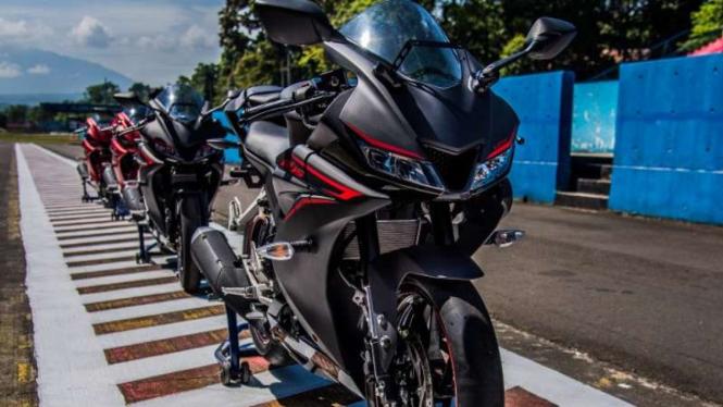 Awal 2018 Cbr150r Dibuat Ko Yamaha R15 Viva