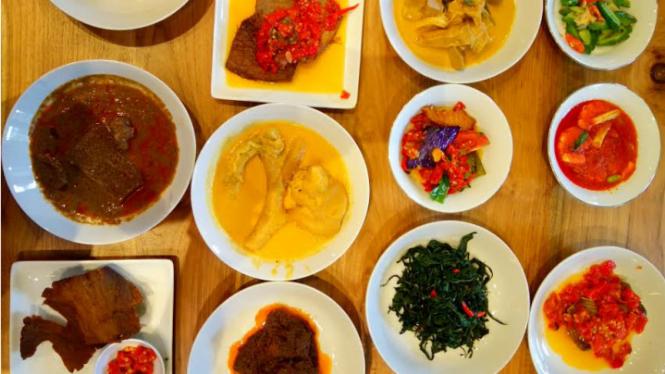 Aneka masakan Padang di Restoran Padang Merdeka