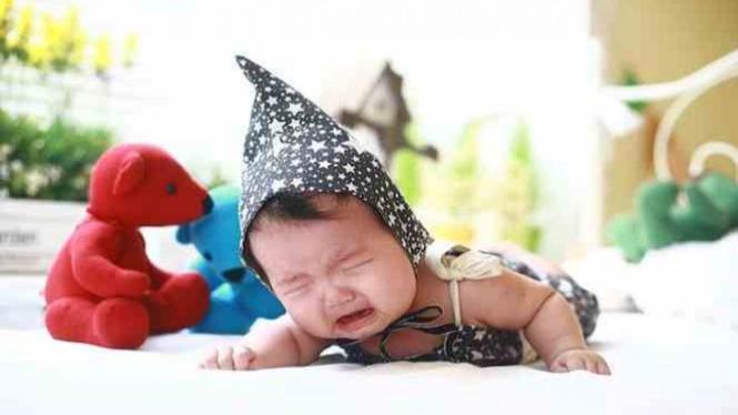 Ilustrasi bayi menangis.