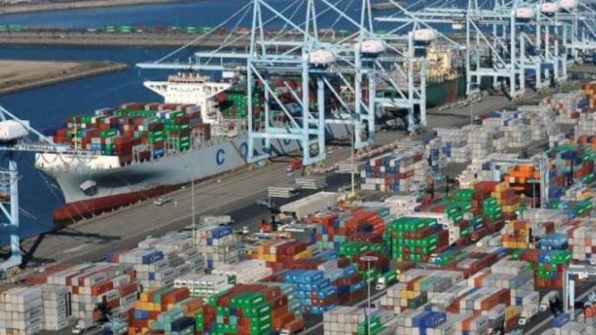 Ilustrasi pelabuhan peti kemas di Amerika Serikat.
