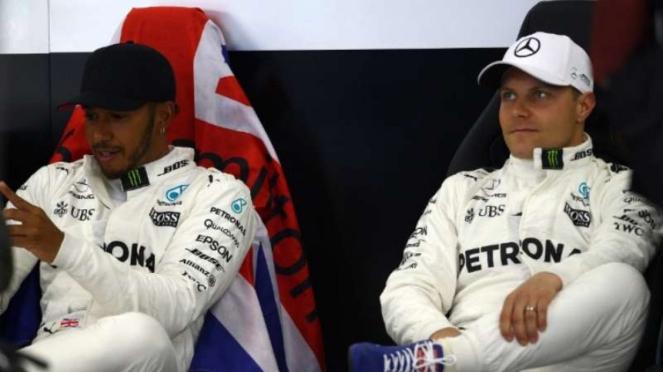 Duo Mercedes, Lewis Hamilton (kiri) dan Valtteri Bottas (kanan)