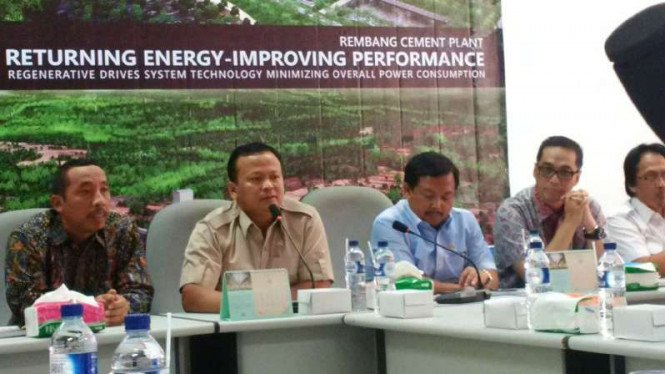 Pimpinan Komisi IV DPR meninjau pabrik semen di Kabupaten Rembang, Jawa Tengah, pada Kamis, 13 April 2017.
