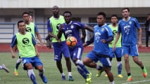 https://thumb.viva.co.id/media/frontend/thumbs3/2017/04/14/58f0c3c98edf2-latihan-persib-jelang-lawan-arema_213_120.jpg