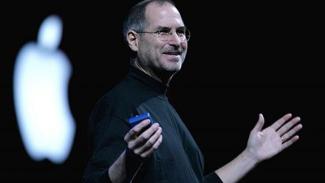 Pendiri Apple, Steve Jobs, saat merilis iPhone perdana.