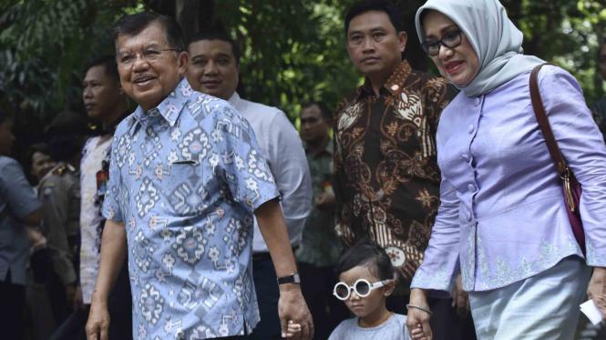 Wapres Jusuf Kalla dan istri.