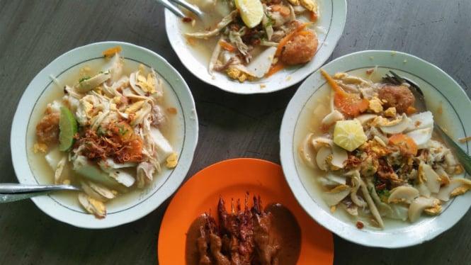 Salah satu makanan nasional Indonesia,  soto.