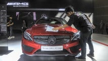 https://thumb.viva.co.id/media/frontend/thumbs3/2017/04/28/59032ee4d0721-mercedes-benz-the-new-amg-c-43-coupe-di-iims-2017_213_120.jpg
