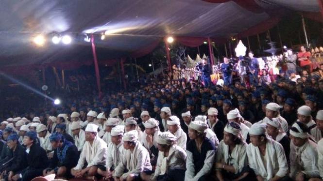 Suku Baduy di Pendopo Lama Gubernur Banten mengikuti prosesi Seba Baduy.