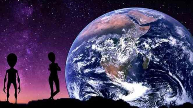 Ilustrasi Alien sedang mengawasi Bumi.