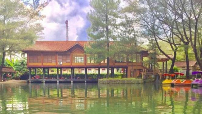 Taman Air Tlatar, Boyolali.
