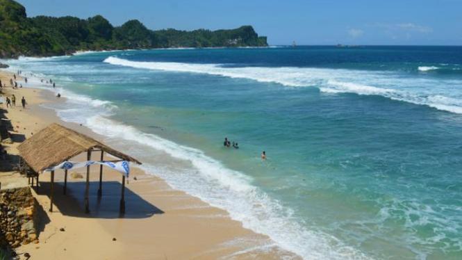 Pantai Nampu, Wonogiri, Jawa Tengah.