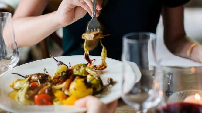 Sering Merasakan Emotional Eating Syndrome? Begini Solusinya