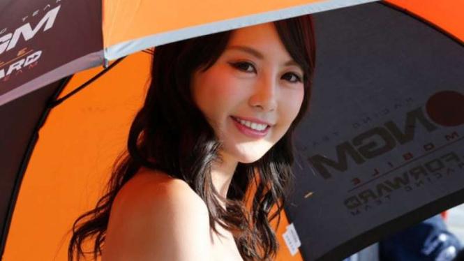 Umbrella girl ajang MotoGP