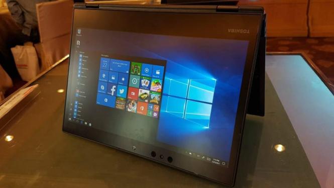 Laptop bisnis 2-in-1 PortegeX20W Toshiba