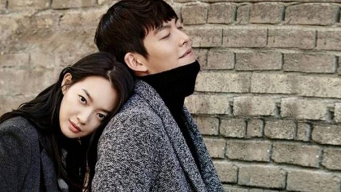 Shin Min Ah dan Kim Woo Bin.