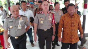 Kapolda Metro Jaya Inspektur Jenderal Polisi Mochamad Iriawan (tengah).